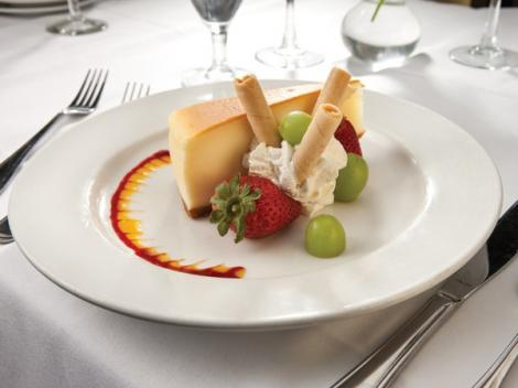 Bateaux New York Sightseeing Lunch Cruise Cheesecake