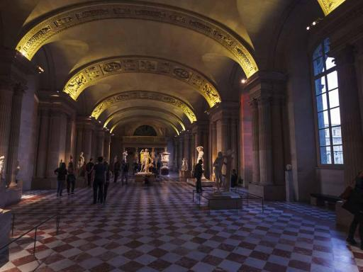 Louvre Highlights Small Group Tour
