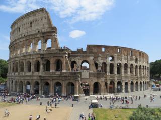 Rome Hop-on/Hop-off Bus Tour plus Skip-the-Line Colosseum Entry