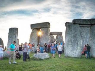Small Group Tour to Windsor Castle and Stonehenge with 2 course lunch from Londo